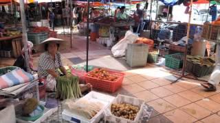 世界の市場・ジャングルの収穫物があふれるシブの市場・サラワク州【マレーシア】