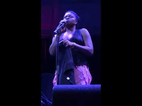 Lizz Wright - Hit The Ground -Paradiso Amsterdam 23-10-2015
