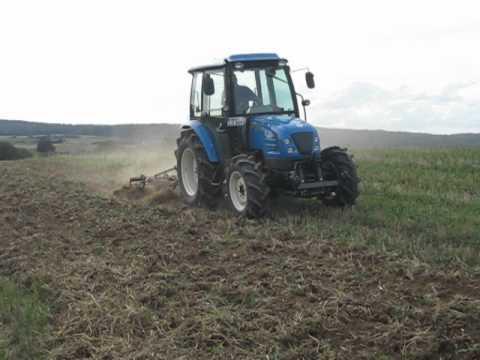 LS-Tractor U60 bei der Bodenbearbeitung