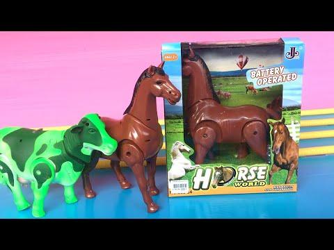 ็Horse battery operated घोड़ा รีวิวม้าตัวใหม่ ม้าวิ่งกับๆ มีเสียงร้องฮี่ๆ มาเดินกับวัวสีเขียว