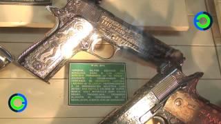 Joyas, monedas y lujosas armas de los Zetas