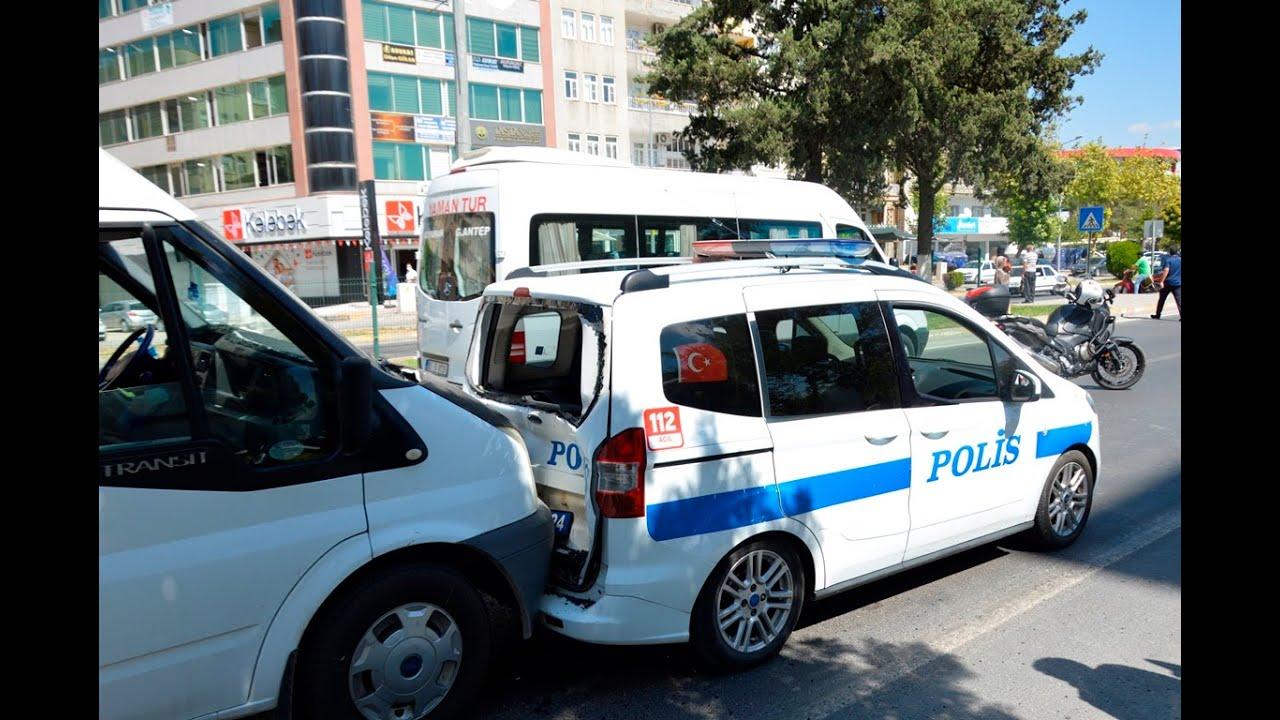 Minibüs ekip aracına çarptı 2 polis yaralı