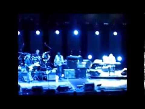 Chris Stainton incredible keyboard solo - London 2009