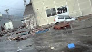 東日本大震災の津波の様子。 thumbnail