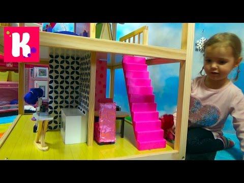 Домик для кукол с мебелью / Играем куклами / Обзор игрушек