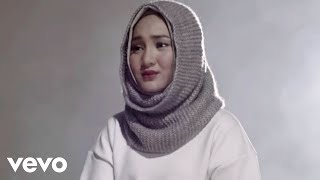 Video Fatin - Salahkah Aku Terlalu Mencintaimu (Official Music Video) download MP3, 3GP, MP4, WEBM, AVI, FLV September 2017