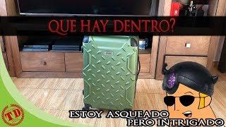 que hay en la maleta de tony?