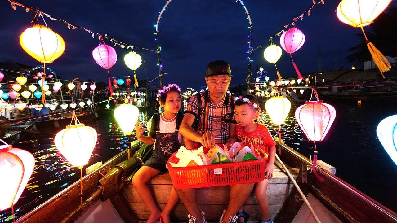 Bé Bún Đi Du Lịch Trên Thuyền và Thả Đèn Trên Sông   Drop Flower Lights On The River