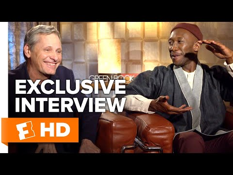 Play Mahershala Ali Roasts Viggo Mortensen for Eating Tons of Pizza in Meetings | 'Green Book' Interview