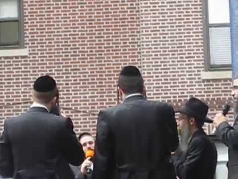 "Avraham Fried Singing ""Chabad Niggun"" with Shira Choir"