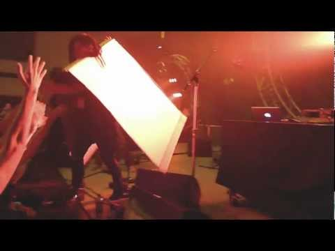 Skrillex Stage Dives in Ace of Hearts Costume (extended mix) 3.mp4 Mp3
