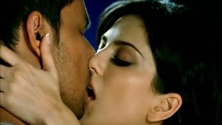 Sunny-Leone-Hottest-Kissing-Scenes