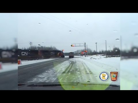 VIDEO: Terrible accidente entre un tren y un camión