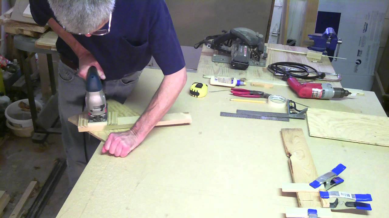 How To Cut A Circle With A Jigsaw Youtube