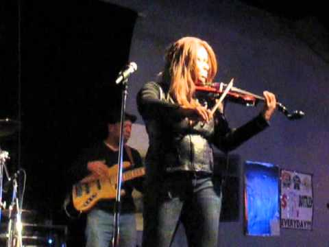 Violinist Robin Aikens Performs at Chicago