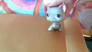 Серый кот поднятой лапкой lps rare cat