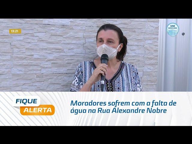 Moradores sofrem com a falta de água na Rua Alexandre Nobre, no Farol