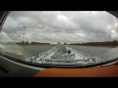 Im Herbststurm mit dem Tankschiff von Moerdijk nach  Antwerpen.