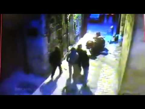 Palestinian terrorist tries to slaughter Israeli policemen with a knife