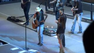 Kenny Chesney, Kacy Musgraves, and Eli Young pay tribute to George Jones Live in Peoria HQ