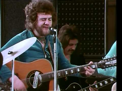 Stealers Wheel - Stuck In The Middle With You HD