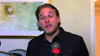 Charlie Hunnam Puts On Spanish Accent to Imitate
