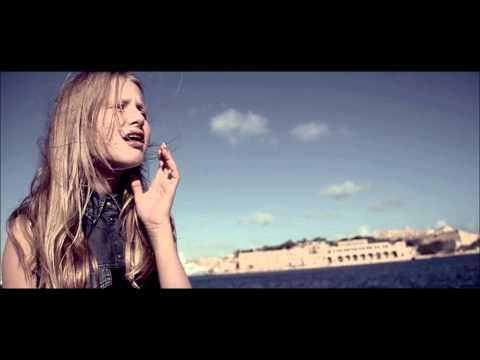 Ula Ložar - Nisi sam / Your light (Full Slovenian Version)