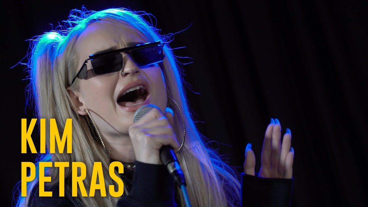 Kim Petras Performs 'Heart To Break'