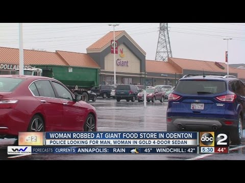 Woman robbed outside Giant grocery store in Odenton