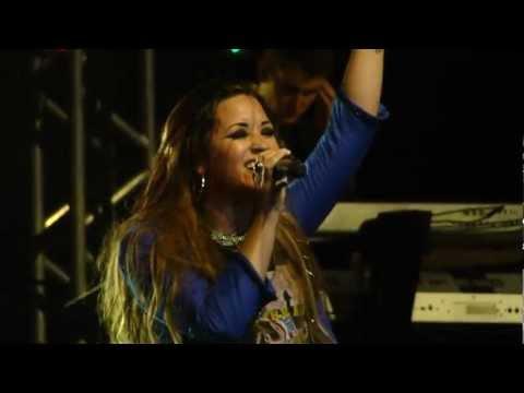Demi Lovato - Remember December (Rio de Janeiro - 19.04.2012)