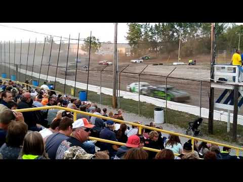 Street stock feature race at Genesee Speedway on 7/30/16