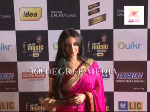 Royal Stag Mirchi Music Awards Red Carpet- Sexy Divya Dutta in a traditional pink saree