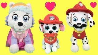 Paw patrol bebes en español:juguetes Marshall y Everest con cachorro bombero.Videos patrulla canina