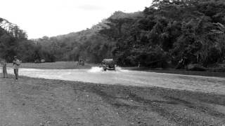 Montero cruzando Rio Tulin