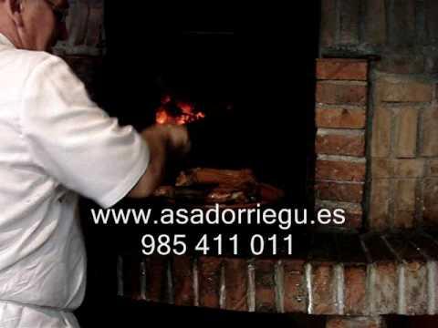 Como se hace en asador riegu el asado al horno de le a - Como se hace horno de lena ...