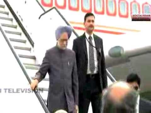 Indian PM Manmohan Singh meets Pakistan's Nawaz Sharif