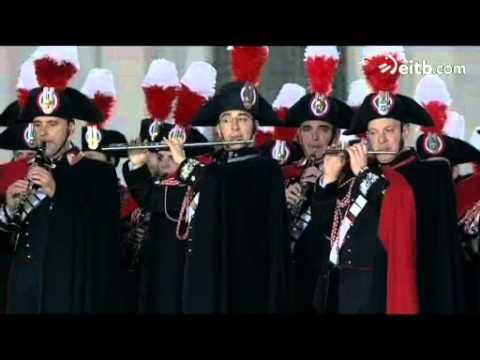 La Guardia Suiza se despliega en la plaza para dar la bienvenida al nuevo papa