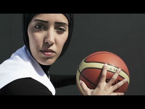 Photographer's portraits of Arab women in sports