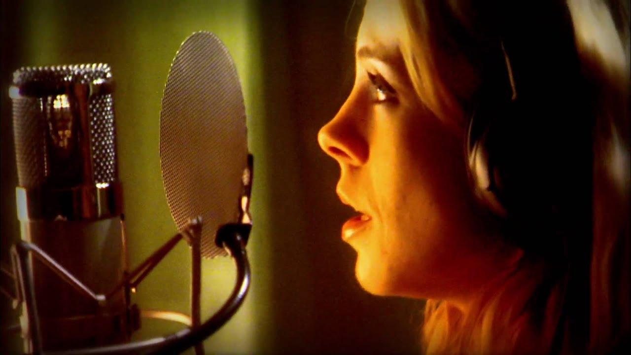 Download Green Day - 21 Guns [Cast Version]  (Video)