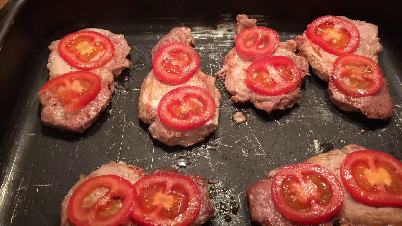 отбивная говядина в духовке с помидором и сыром