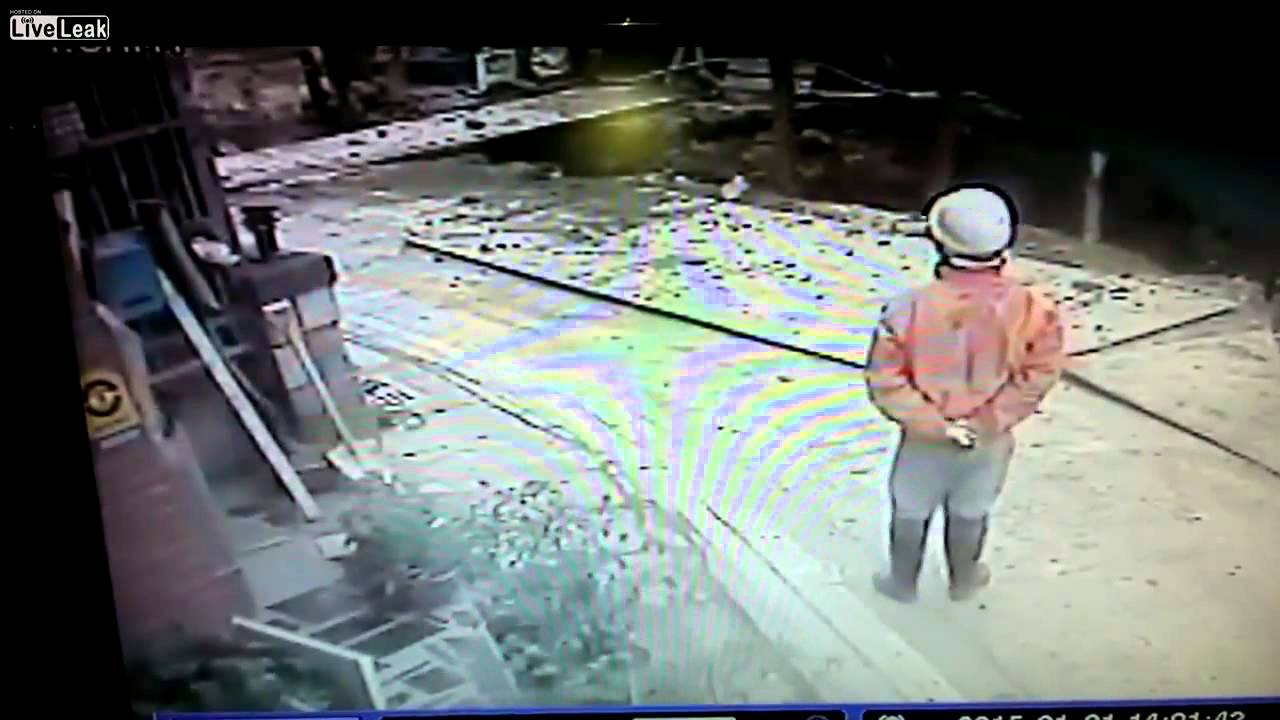 LiveLeak Gallery: Water Main Explodes In Taiwan1 Dead Crushed To Death