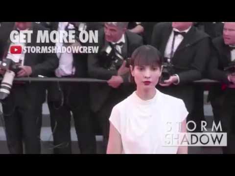 Shinymen.com - Hanaa Ben Abdesslem, Montée Des Marches Lors Du Festival International De Cannes 2015