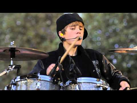 Justin Bieber rocks the drums with Usher's band