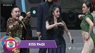 Video Trio Koplak Nassar, Dewi Perssik dan Zaskia Gotik - Kiss Pagi download MP3, 3GP, MP4, WEBM, AVI, FLV Maret 2018