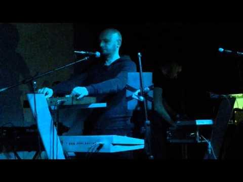 Colloquio    L'entrata-l'uscita/Si muove e ride (live Roma 31-5-14)