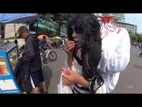 Jakarta Street Food 4215 Part.2 Setan Makan Buah Segar Depan HI CFD Car Free Day YN010719