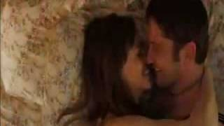 Gerard Butler kissing Hilary Swank in P.S. I Love You plus singing & dancing Movie Trailer