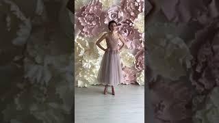 Цветное свадебное платье длины миди