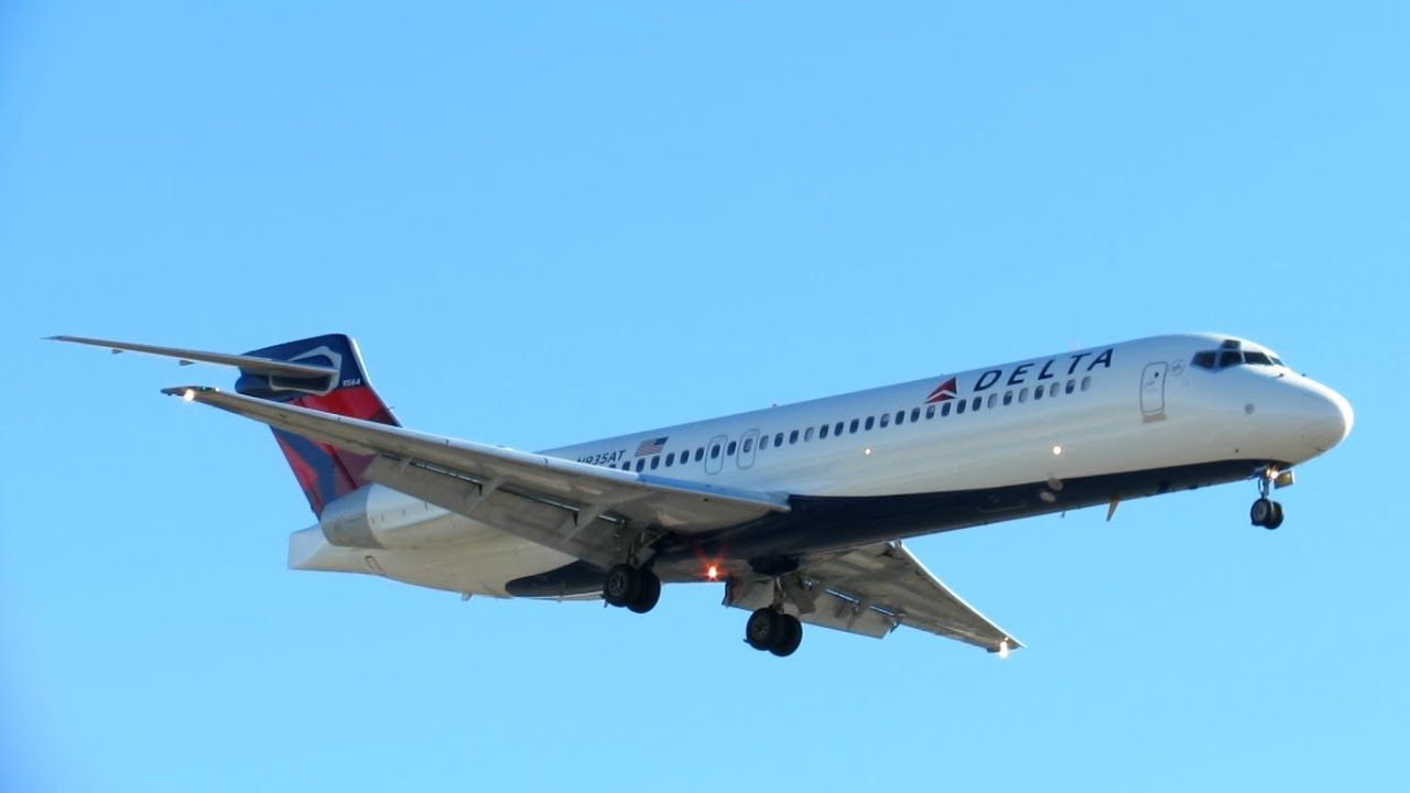 EXTREMELY RARE DELTA AIRLINES FIRST BOEING 717