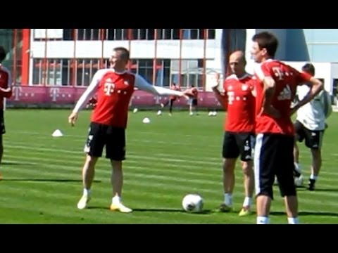 Funny - Schweinsteiger becoming angry during 7 vs 2 - FC Bayern Munich Robben Alaba Dante
